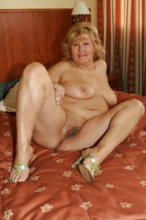 Wet And Sexy Moms Gilf Spreading