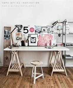 Planche De Bois Pour Bureau : bricolage un bureau avec une planche et 2 tr teaux tr teaux planches et bureau ~ Teatrodelosmanantiales.com Idées de Décoration