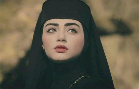 İzleyenler rabia bala hatun kimdir diye araştırmaya başladı. Bala hatun in 2020   Turkish women beautiful, Foreign celebrities, Beauty full girl