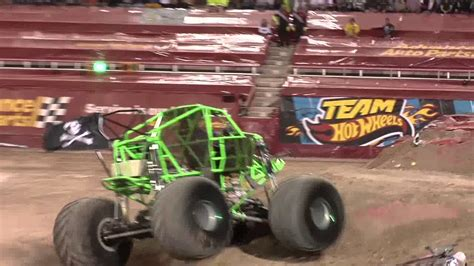 grave digger monster truck youtube monster jam world finals 2012 grave digger monster