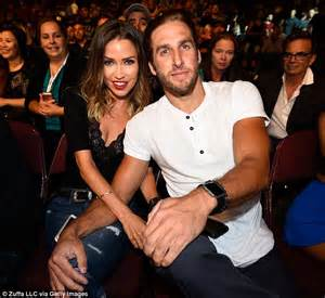 The Bachelorette's Kaitlyn Bristowe shows off her taut ...