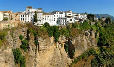 Top 10 Incredible City Cliffs Around The World