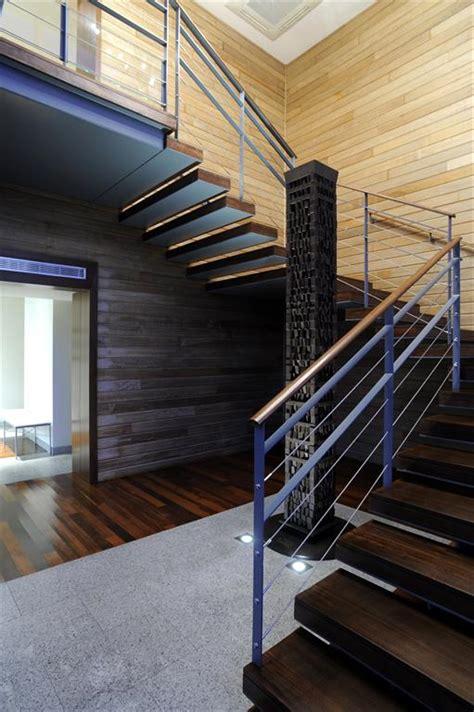 escalier moderne entree