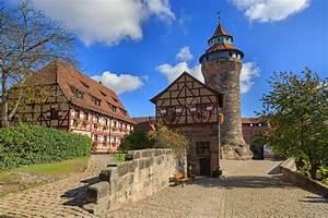 B Quadrat Nürnberg : n rnberg schloss sinwell turm mit blauem himmel und wolken stockbild bild 47781525 ~ Buech-reservation.com Haus und Dekorationen