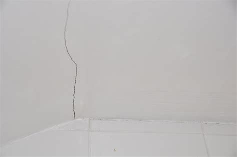 fixing minor cracks on walls plastering job in streatham