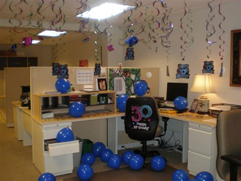 Work Cubicle Birthday Decorations by Birthday Cubicle Decorating Ideas The Seams With