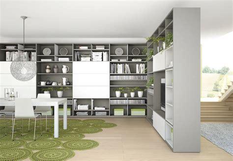 pareti ingresso pareti attrezzate librerie per separare ambienti