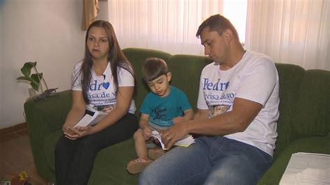 Pais de criança com distrofia muscular fazem campanha para ...
