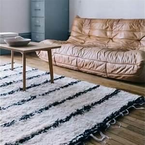 la magie du tapis marocain en 44 photos archzinefr With tapis berbere avec canapé marron glacé