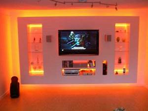Indirekte Beleuchtung Fernseher : indirekte beleuchtung mit rgb strip lampen leuchten forum ef ~ Markanthonyermac.com Haus und Dekorationen
