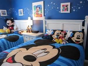 Mickey Mouse Clubhouse Bedroom Curtains by La Parure De Lit Mickey Une Joie Pour Vous Et Vos