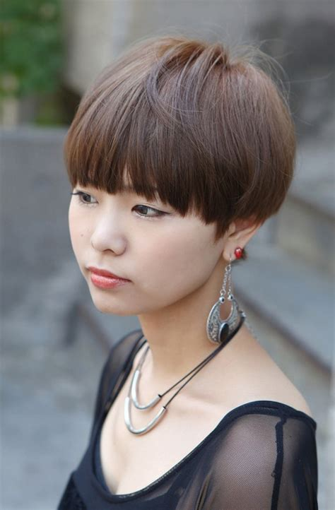 cute short japanese girls hairstyle  blunt bangs