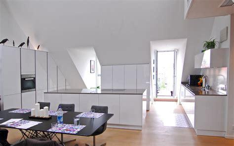 Weiße Küche Mit Kücheninsel  Modern  Küche München