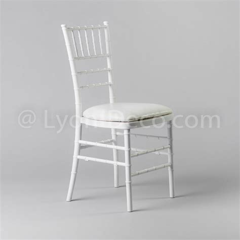 chaise deco location chaise chiavari blanche avec assise en simili