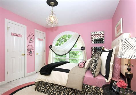 A Bedroom Makeover For A Teen Girl's Room