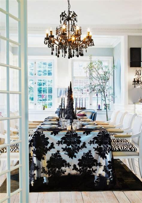 stylish black  white christmas decor ideas digsdigs