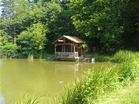 chambre d hote table d hote location cabane dans les bois sur étang privé 8000m