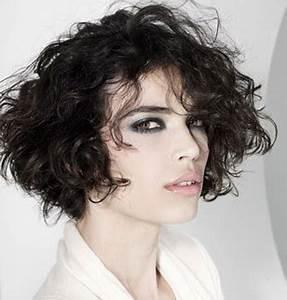 Cheveux Court Bouclé Femme : coupe cheveux boucles femme ~ Louise-bijoux.com Idées de Décoration