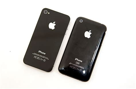 what does an iphone 4 look like apple s iphone 4 thoroughly reviewed