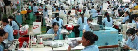 pabrik sepatu nike  indonesia diresmikan menperin
