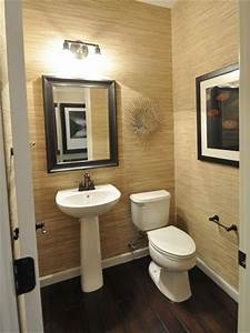 Decorating with grass cloth wallpaper the hawaiian home for Grasscloth wallpaper in bathroom