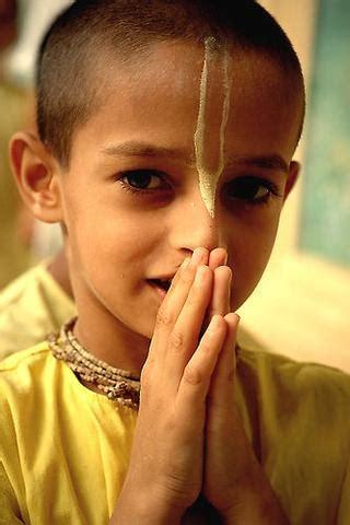 hindusimus hare krishna zeichen  der stirn religion