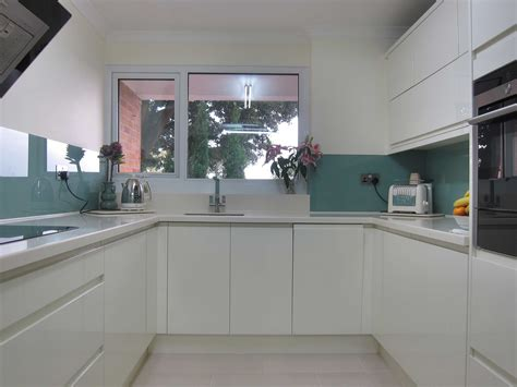 rimini handleless cream glass splashback pebble kitchens