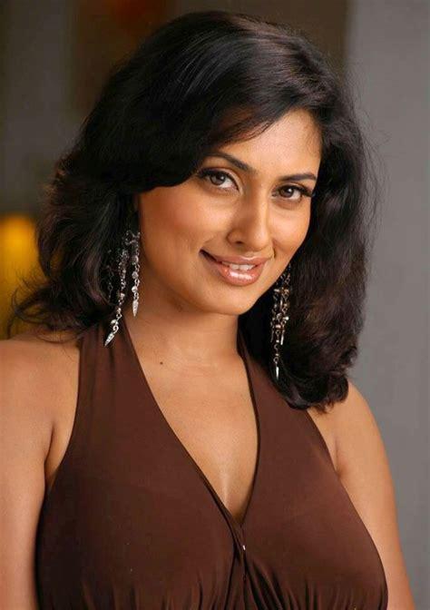 navel hair pics actress malavika hot bikini saree photos shorts hd images
