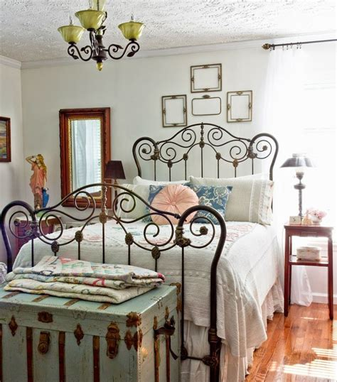 Decorating Ideas For Antique Bedroom by 27 Fabulous Vintage Bedroom Decor Ideas To Die For