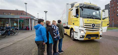 Mercedes benz trucks safety technologies youtube. Mercedes-Benz Trucks zet de Actros Safety Truck in voor ...