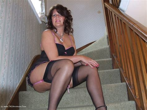 Sandy On The Stairs