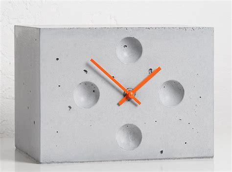 tischuhr design über 1 000 ideen zu betonblock möbel auf betonblock regale betonschalsteine und möbel