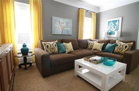 Braunes Sofa Kombinieren by Graue Wandgestaltung Mit Braunem Sofa Und Gelb Blauen