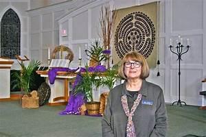 How Sleepy Hollow woman decorates West Dundee church for ...