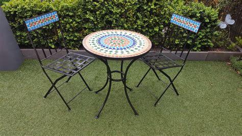 table ronde avec chaises meubles de jardin en fer avec motif mosaïque 2 chaises