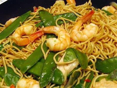 cuisiner des nouilles chinoises recette wok de nouilles chinoises aux crevettes et