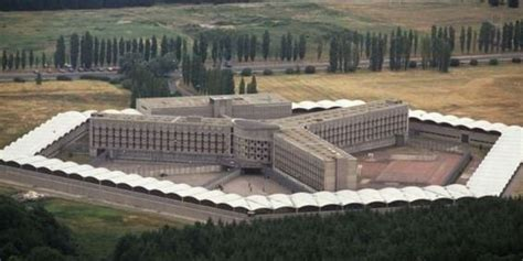 photos fleury m 233 rogis la plus grande prison d europe pour salah abdeslam ce qu il ne fallait