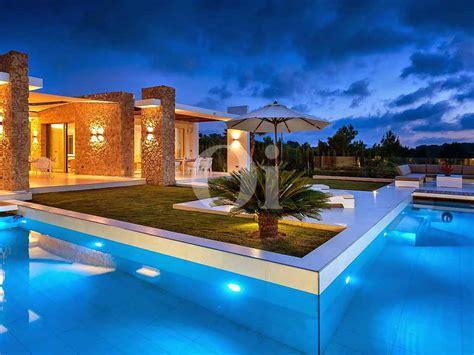 espectacular villa de lujo en venta en cala conta ibiza