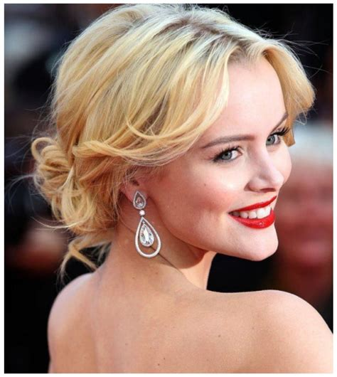 girls exclusive romantic hairstyle   time hits style tips