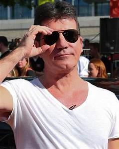Simon Cowell creates small helmets for his dogs following ...