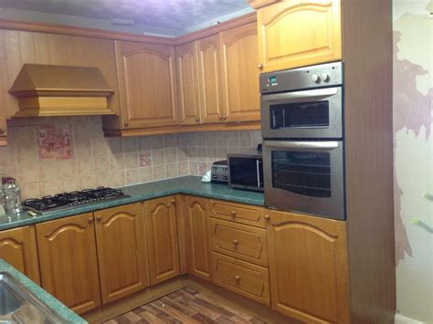 Fitted Kitchen With Appliances, Sink And Tap  In Maypole