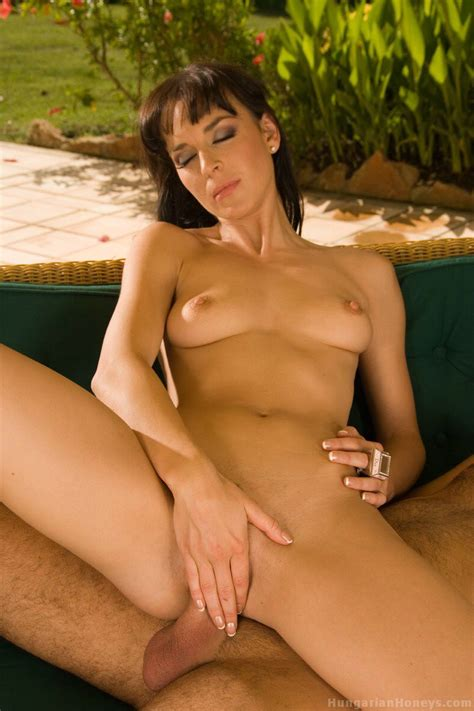 Lena R Harcore Sex In The Garden