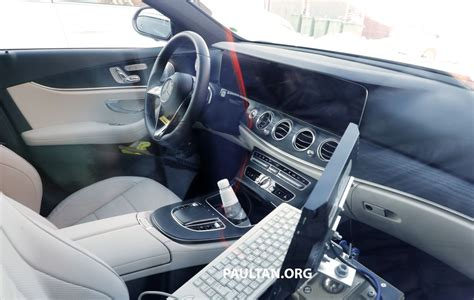 spied  mercedes benz  class facelift interior