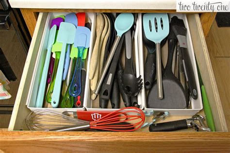 organize kitchen utensils 10 organized kitchen cabinets and drawers homes 1249