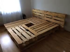 sofa aus paletten bauen 25 best ideas about bett aus paletten on bettzelt palettenbett and himmelbett vorhang