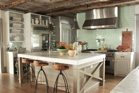 Therefore it is regularly associated with scalloped lace and rustic ruffles. 8 French Country Kitchen Decorating Ideas With Blues ...