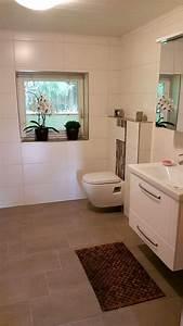 Badezimmergestaltung Ohne Fliesen : badezimmer gestaltung mit bord ren und schlichten wandfliesen mit einer eingearbeiteten ~ Sanjose-hotels-ca.com Haus und Dekorationen