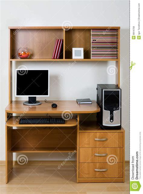 bureau ordinateur moderne ordinateur moderne photos libres de droits image 8914758