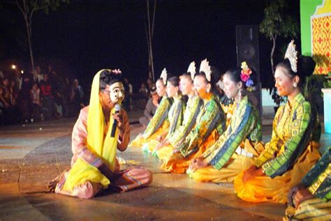 Ada beberapa alat musik tradisional khas yang terdapat di provinsi ini. 5 Tarian Tradisional Riau | R.Utama Berkarya