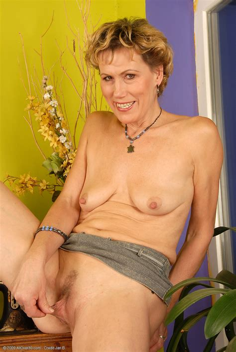 51 year old georgina exclusive milf pictures from